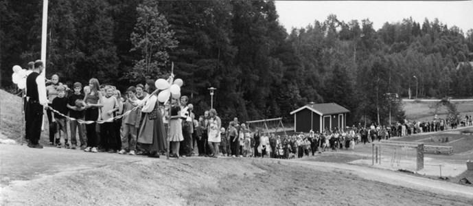 37-06-00-Vikene-Nya Skolan-15-Invigning-2001.jpg