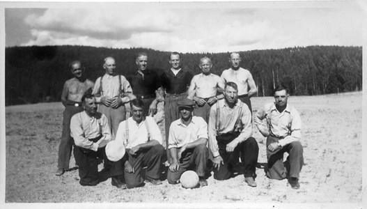 29-01-00-St Skärmnäs-08-Gubbfotboll  1950 tal-001.jpg