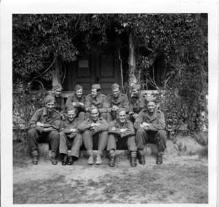00-05-Brunskog-Berdskap-20-Vikene Haga-Militärer på verandan