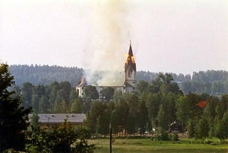 15-04-00-Kyrkan-49-Kyrkan brinner.jpg