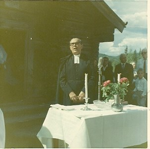 J2004 Gudstjänst vid Kroktorp.jpg