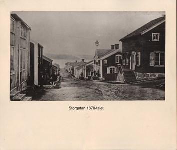 007.25 Stadens fotografier 1 - Storgatan på 1870-talet
