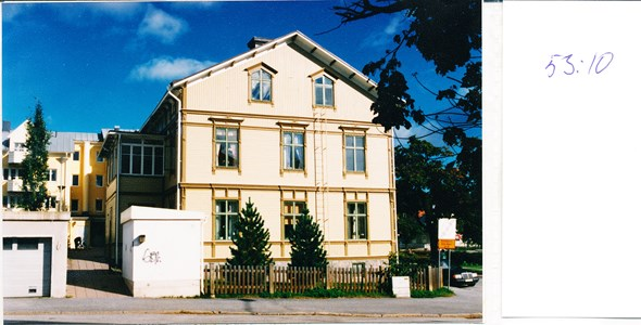 53.10  kv Österike  Läroverksgatan 6  Infart från Veggatan