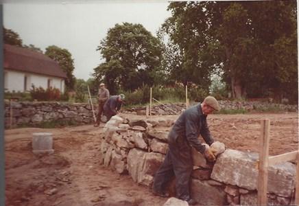 Kyrkogårdsmuren  -81