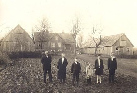 Frillebo 1:3 omk 1925 med familjen Johan Karlsson
