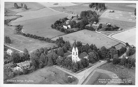 Enåkers kyrka flygfoto.