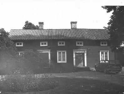 Österbo, västra gården, gamla byggnaden