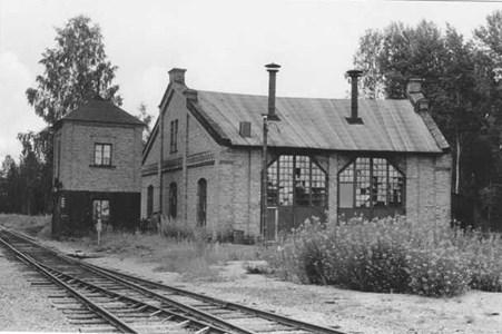 Runhällens stations lokstall och vattentorn