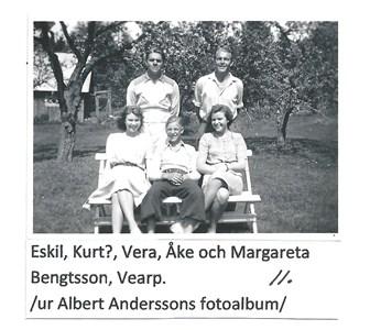 Syskonen Bengtsson i  Vearps trädgård  11-1628