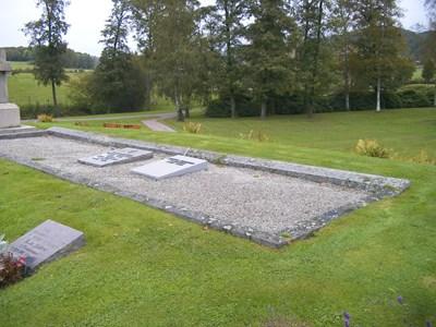 Gravsten- Lundskogs familjegrav.
