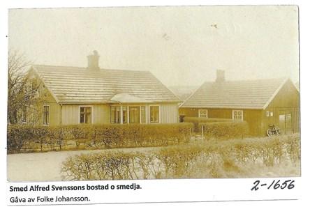 Smeden Alfred Svenssons bostad och smedja. 2-1656