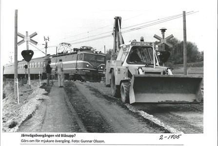 Järnvägsövergången vid Blåsupp. 2-1705