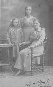 D2000 Gödestad 7:4 Arvidsgård, Hedvig, Elsa och Märta Larsson