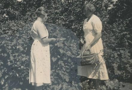 Gödestad 1:20, Överstegård, systrarna Alma och Berta Albrektsson