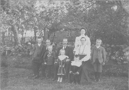 D2000 Gödestad 17:1, Brogård, familjebild tidigt 1900-tal