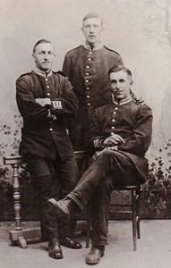 Larum  Tre uniformer