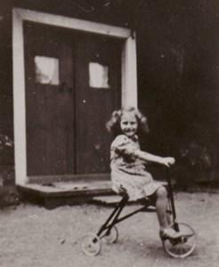 Lilly cyklar i Domarvik