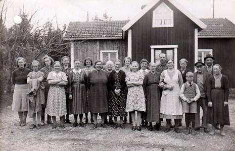 Grannar på besök i Karlbyå, Härad.