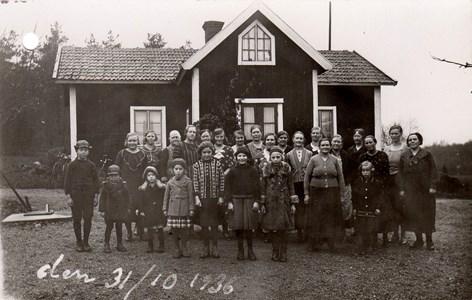 Liten fest för grannar vid Karlbyå, Härad