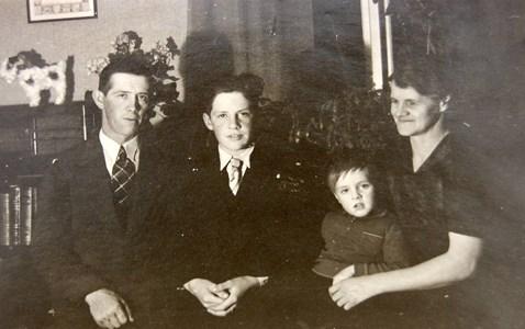 Familjen Larsson, cirka 1944