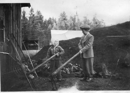 Svenne Johansson Karl-Erik Svensson vid Gladers såg