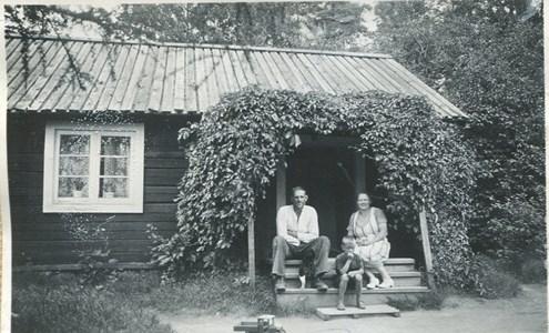 Elna och Oskar Johansson och sonen Gunnar Klaredal
