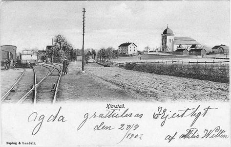kyrkan från järnvägen