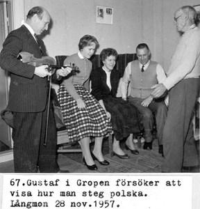 0067 Gustaf Nordström visar polskasteg.jpg