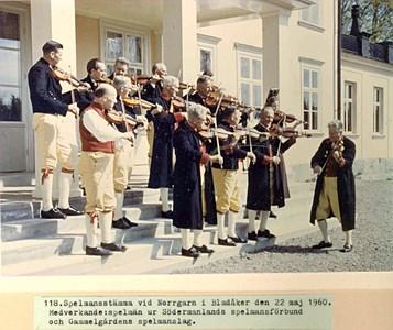 0118 Norrgarn 1960. Spelmansstämma.jpg