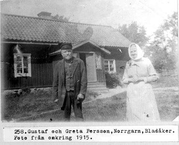 0258 Norrgarn, Bladåker. Makarna Persson.jpg