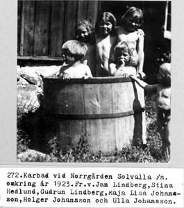 0272 Norrgården, Solvalla. Karbad ca 1923.jpg