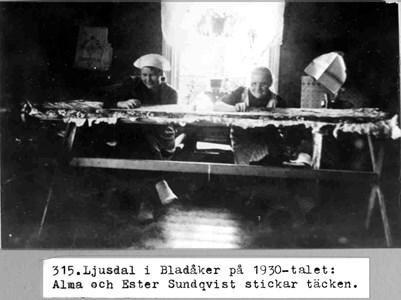 0315 Ljusdal, Bladåker. Täcken stickas ca 1930.jpg