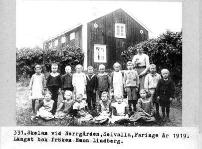 0331 Norrgårdens skola, Solvalla, Fa. 1919.jpg