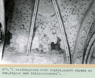 0471 Bladåkers kyrka. Valvkåporna över orgeln.jpg