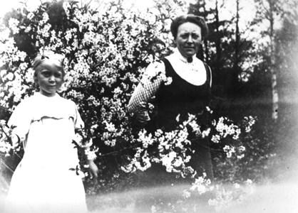 Anna o Ingeborg Lindvall i Skyllberg