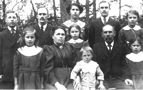 Skyllberg, Lokförare Robert Eklund med familj