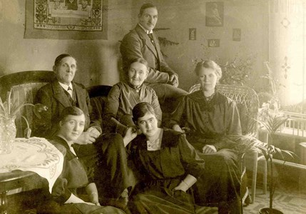 Gustaf Pettersson Falla med familj