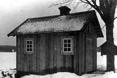 Åsbro. Bastu no. 2 i Lerbäck, byggd på Österängs mark.