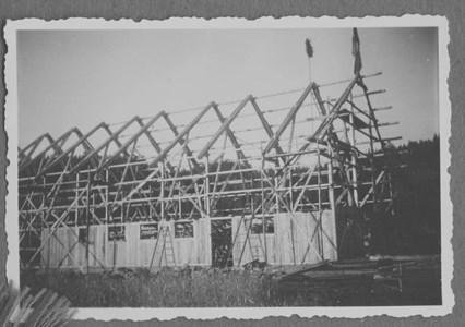 Ny ladugård byggs i Moo Södergård 1950-51