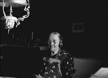 Mor i Uddesbo, Landsnäs och första radion