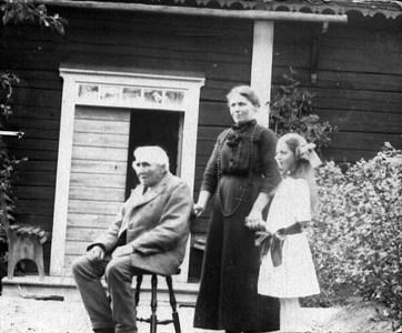 Kyrkovaktmästare Nitze'n Dotter Augusta o dotterdotter Emmy, Annelund