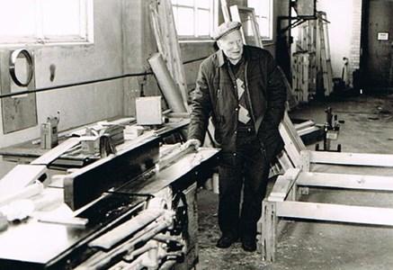Man i fabrik