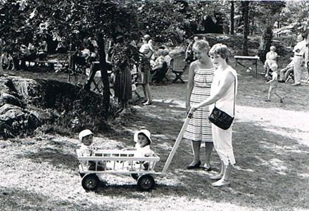 Besökare i parken