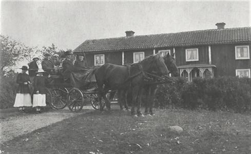 Hästskjuts till kyrkan