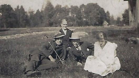 Isatorpet, Henny med barnen Erik, Mauritz och Ruth