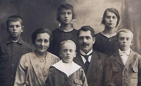 Augutarem, Albertina och Natanael Hammar med barnen Valter, Georg, Folke Viola, och Ella