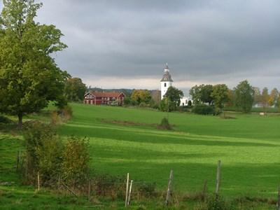 Norra Vi kyrka från sydöst.