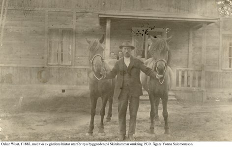 Skirshammar. Oskar med två hästar.jpg