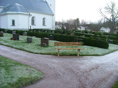 Norra Vi kyrkogård. Norra sidan från nordöst.