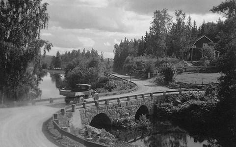 Högbron.